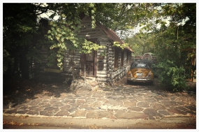 we found the cutest log cabin and accompanying car in Eureka Springs