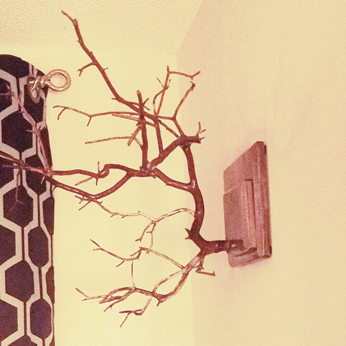 how to add hooks to your picture frames | by the Rachel Running Wild blog | rachelrunningwild.me
